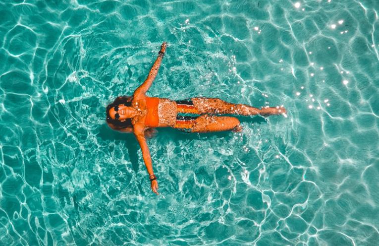 Limpiafondos de piscina para disfrutar del verano